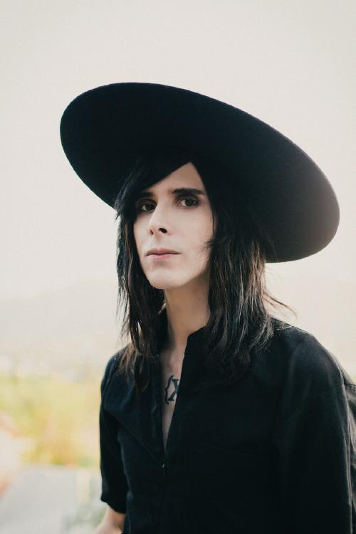 IAMX-Chris-Corner Web